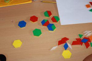 14 blok geom hexagonoak eraiki
